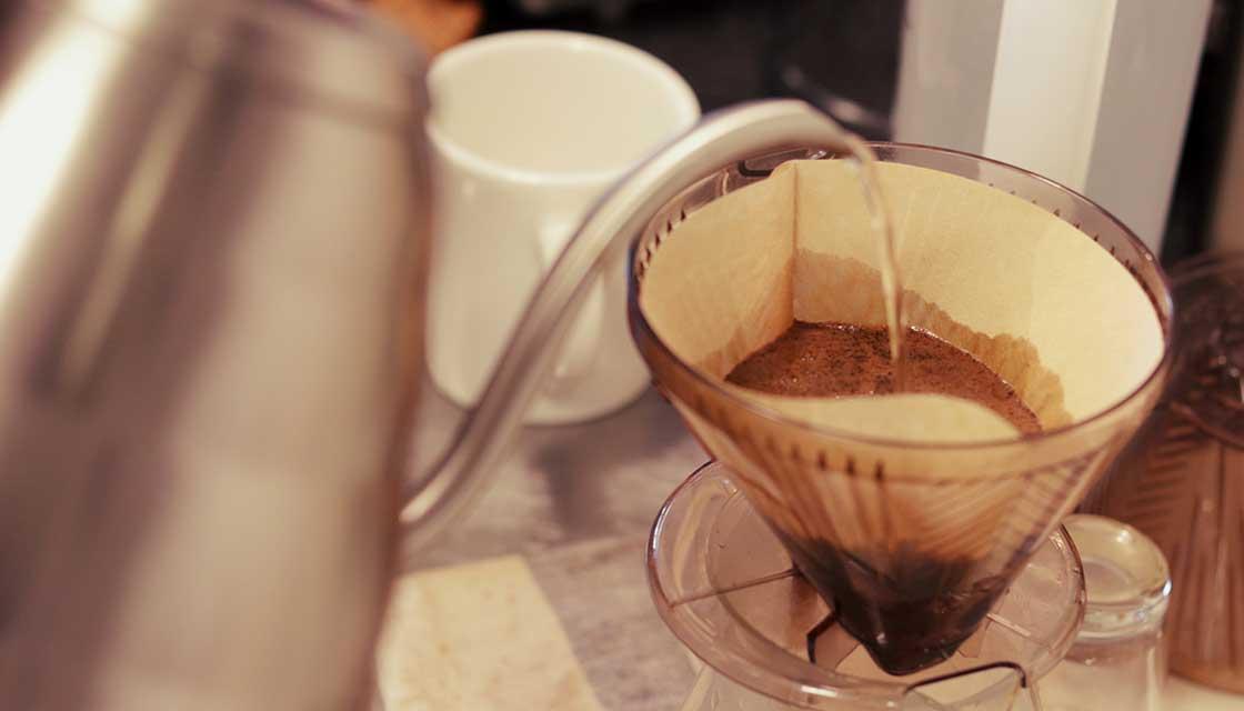 コーヒーをいれている写真pc