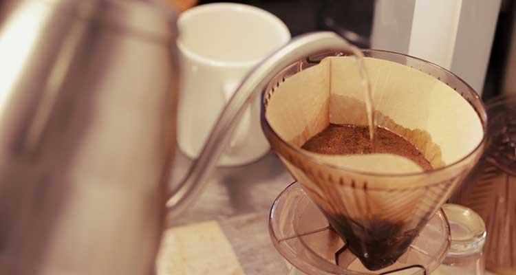 コーヒーを入れている写真sp